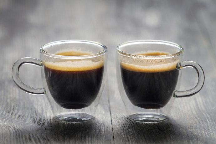 Tomar 3 ou 4 xícaras de café por dia pode prevenir infarto