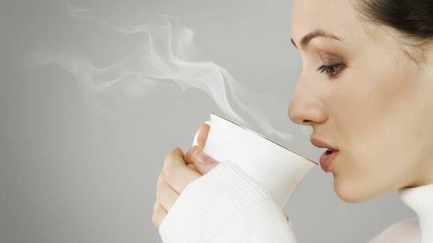 Bebidas muito quentes podem causar câncer de esôfago, alerta OMS