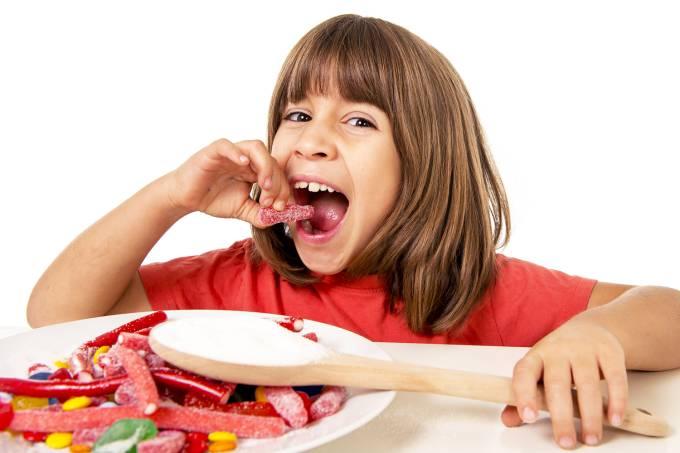 25 g de açúcar: é o máximo que as crianças devem consumir por dia