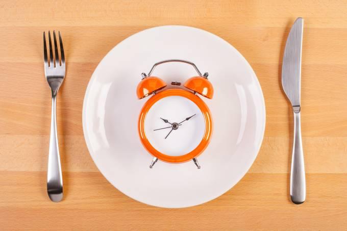 Benefícios do jejum intermitente vão além da perda de peso
