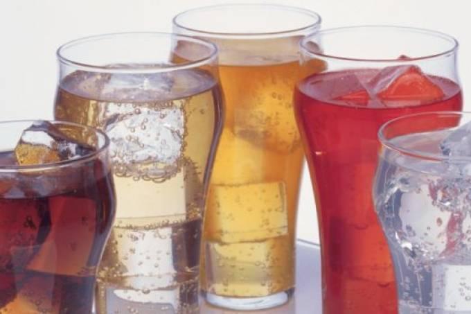 Bebidas diet aumentam risco de ataque cardíaco em mulheres, revela estudo