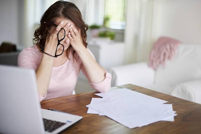 Trabalhar demais aumenta em até 45% o risco de AVC, comprova estudo